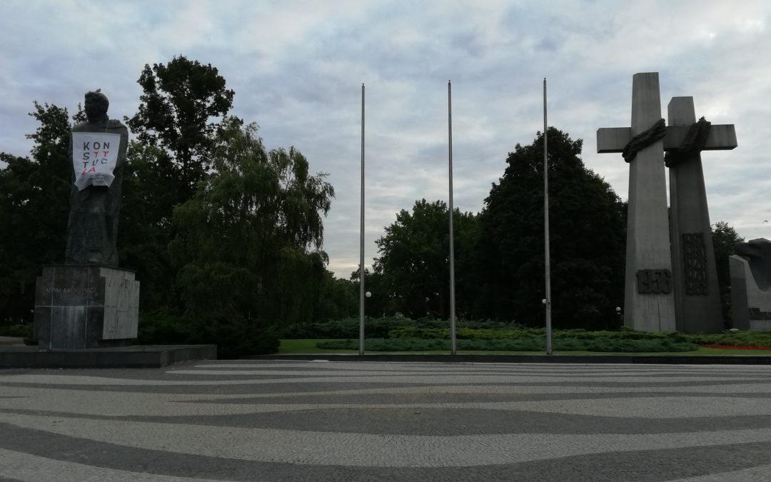 Konstytucja – na pomniku Adama Mickiewicza