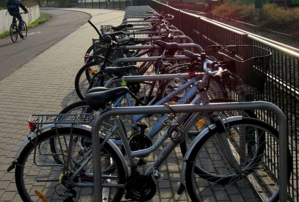 Rower zaparkujesz przy przystanku. ZTM kupi 350 stojaków rowerowych