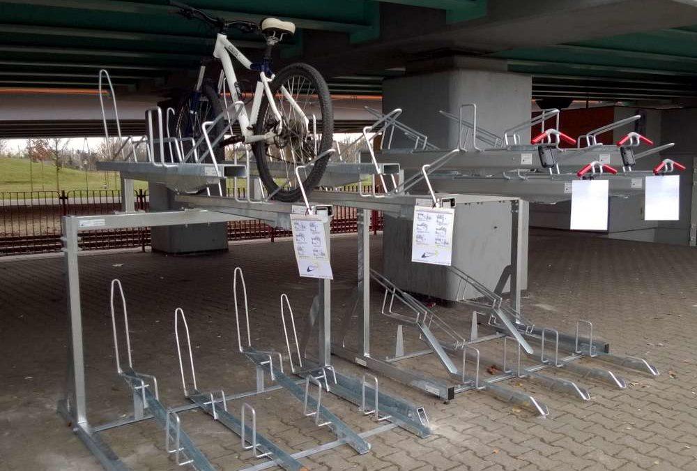 Dwupoziomowe stojaki na rowery w Poznaniu
