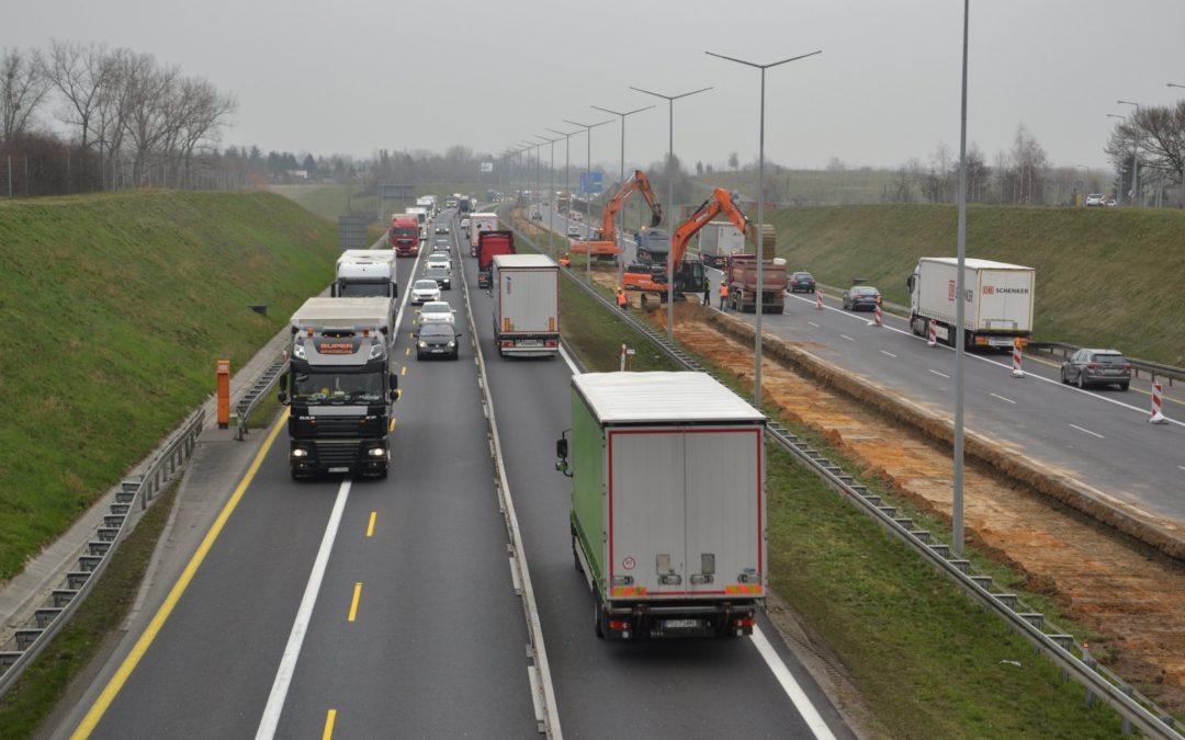 Wypadek: A2 zablokowana za węzłem Poznań-Wschód