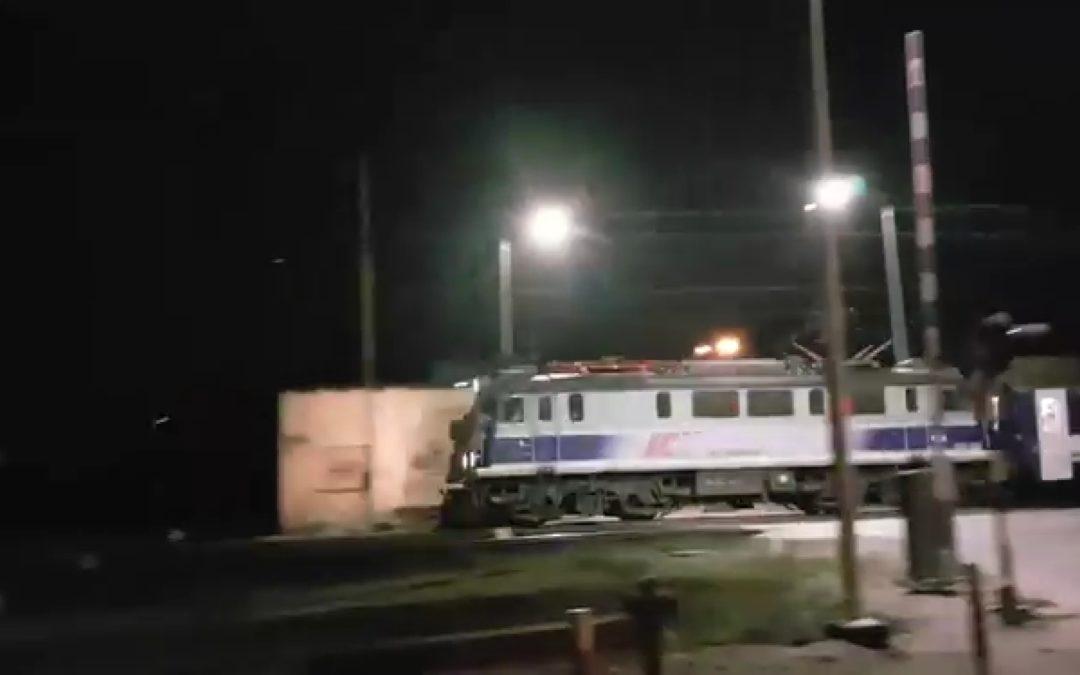 Pociąg jedzie – szlabany podniesione
