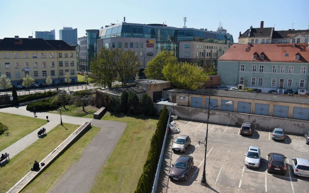 Z placu Kolegiackiego na ul. Podgórną