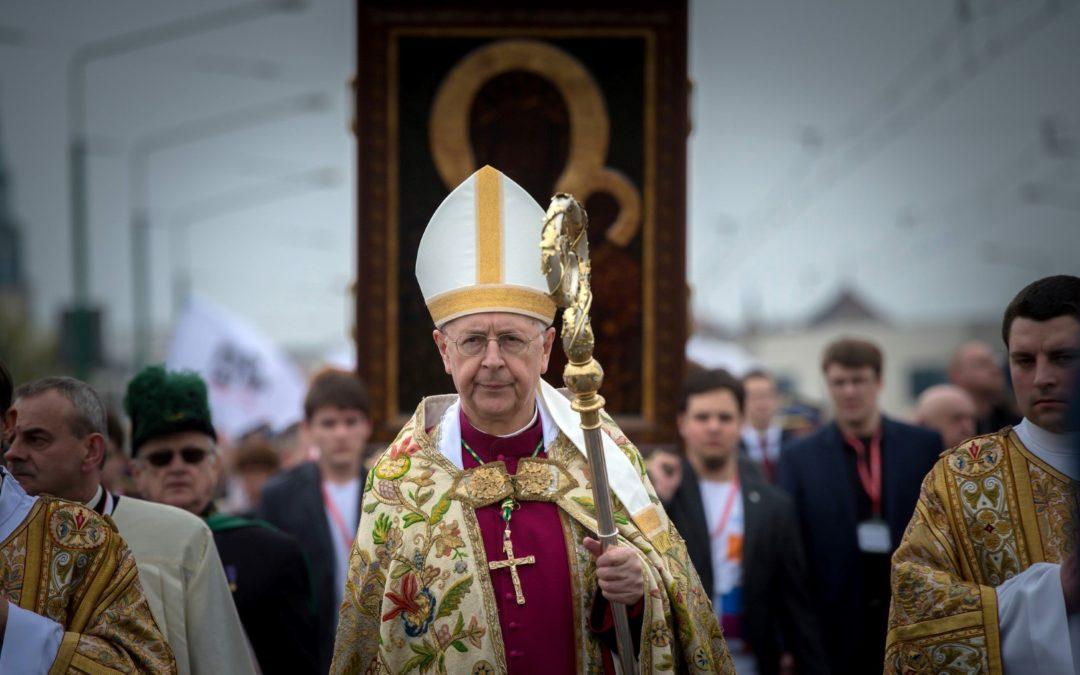 """""""Zohydzanie Kościoła osłabianiem ducha narodu"""" – abp. Gądecki"""