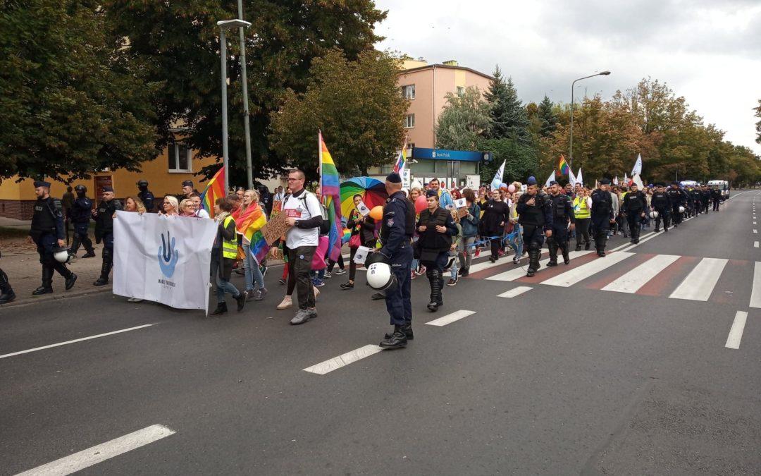 """Wielkopolska : """"Jesteśmy ludźmi, nie ideologią"""" – Marsz Tolerancji w Koninie."""