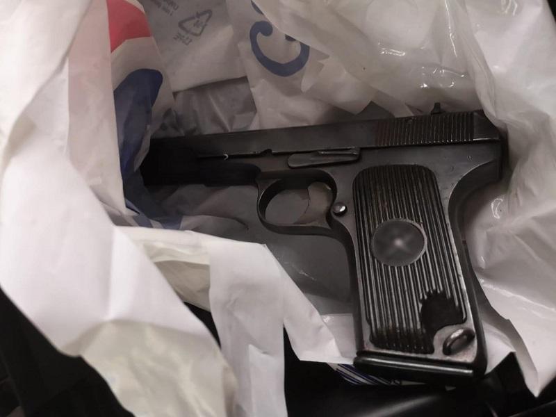 Narkotyki i broń ukryte w poznańskim szpitalu