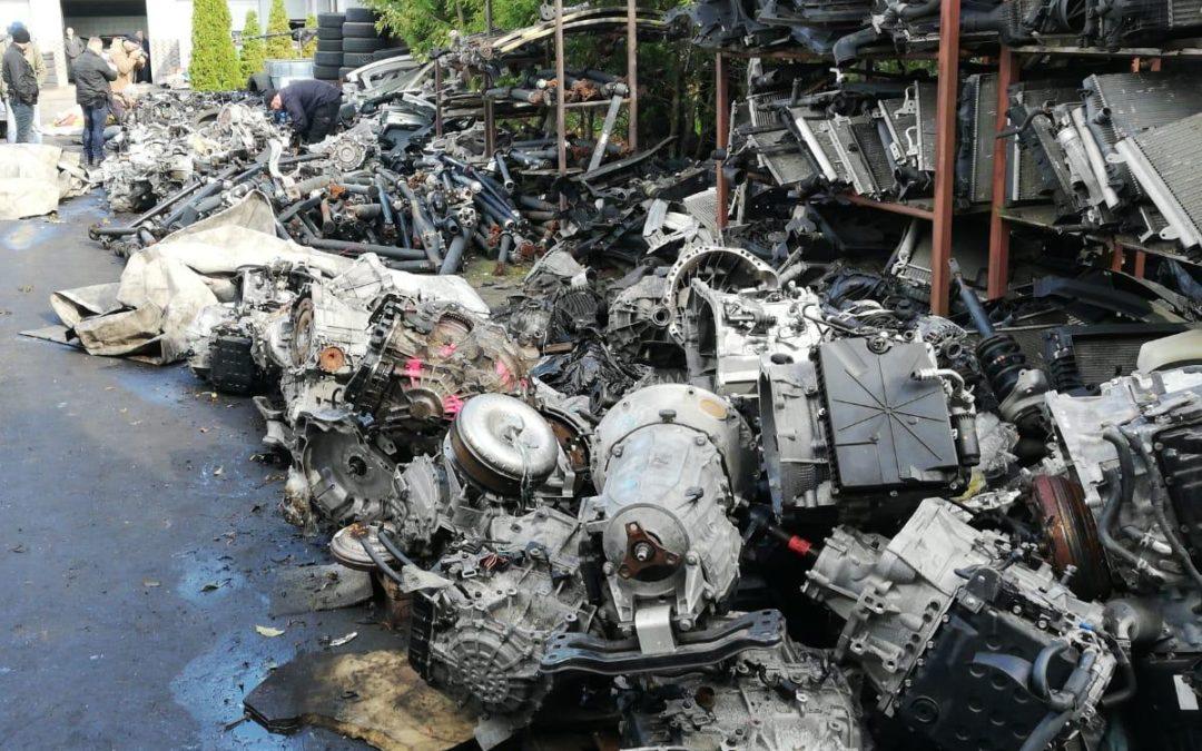 Wielkopolska: Tysiące części z pociętych aut. Trudno je zliczyć