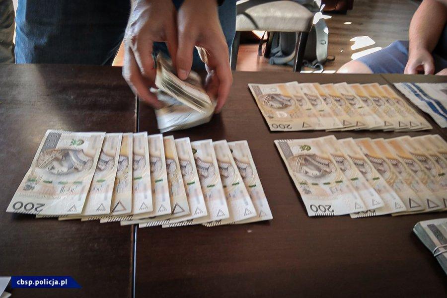 CBŚP rozbiła grupę oszustów VAT