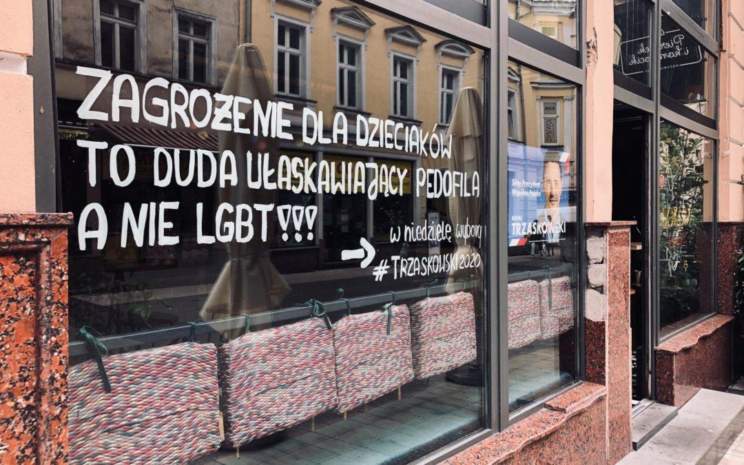 """""""Zagrożenie dla dzieciaków to Duda"""" hasło na lokalu grupy Stonewall"""