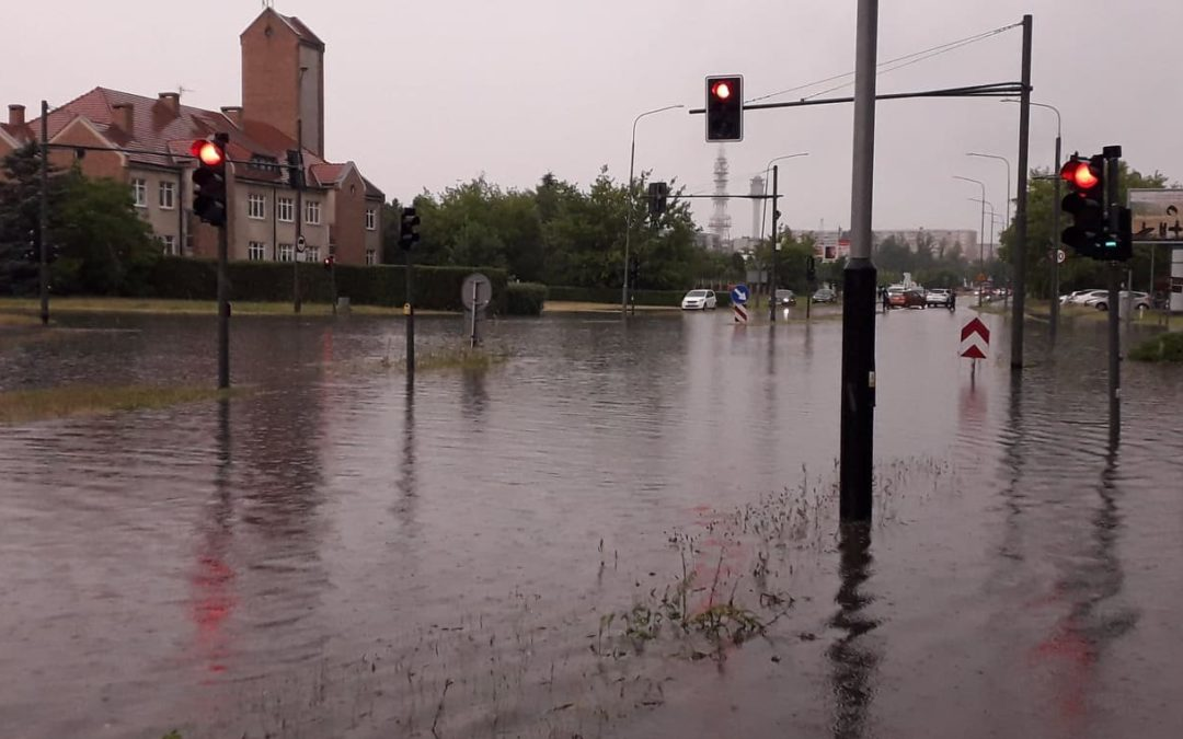 Dwie godziny ulewy i Poznań zmienił się w rzekę